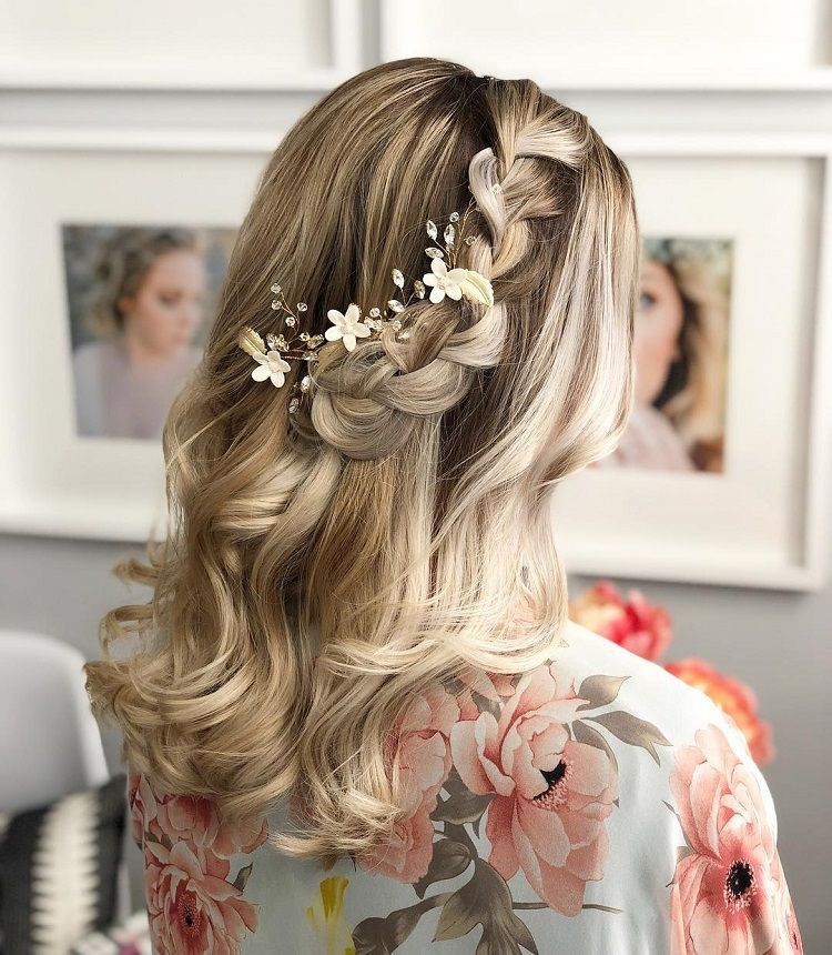 Gorgeous Ways To Wear Your Hair Down For Your Wedding Down Hairstyles Bride Hairstyles Wedding Hair Side