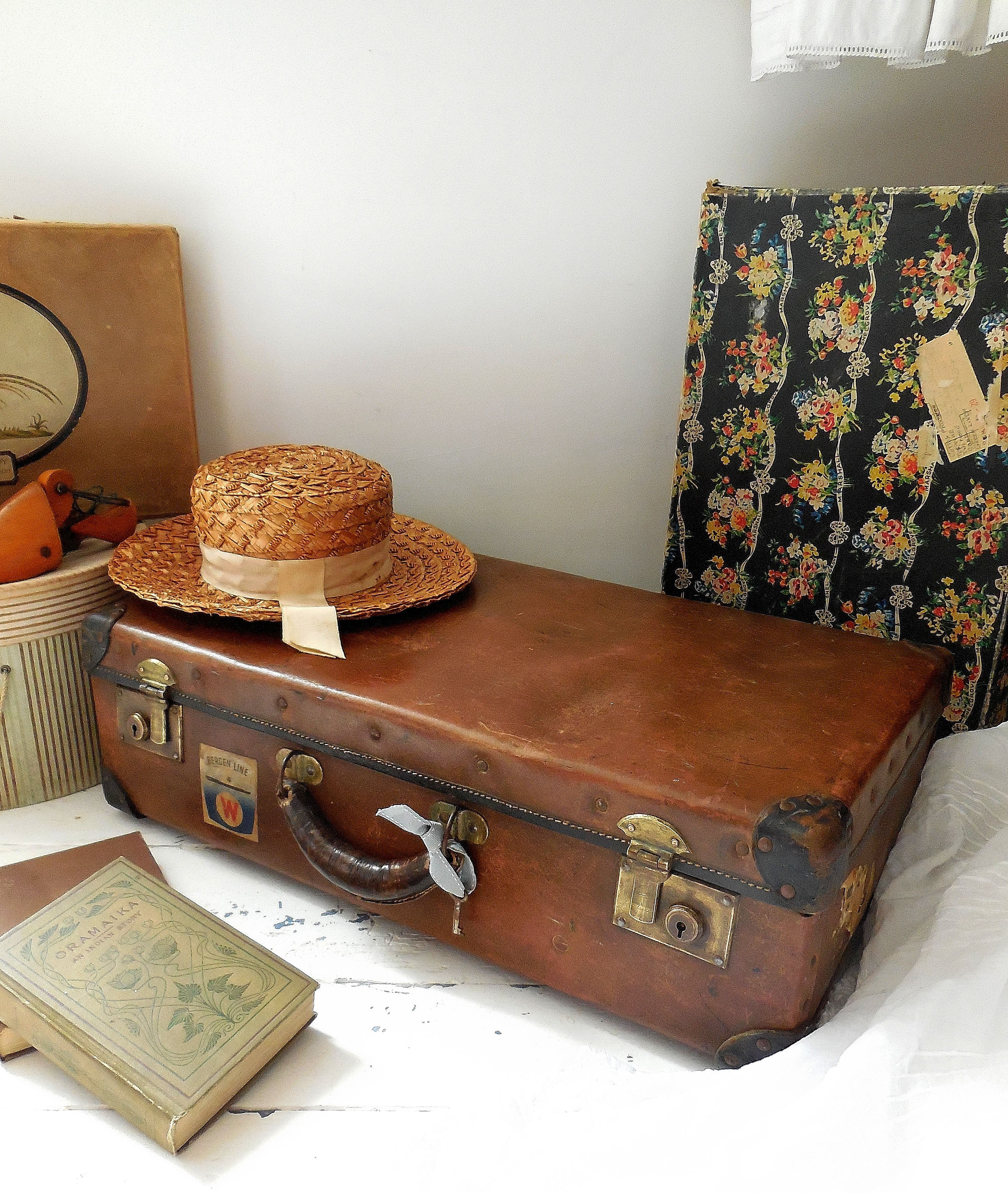 Superb Vintage Suitcase With Key Snapped Up Before I Could Get It To The Website