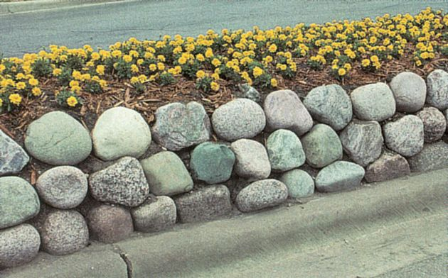 Bushelman Supply Company has a variety of stone sizes and shapes to create the perfect stone wall idea for your home and landscaping.