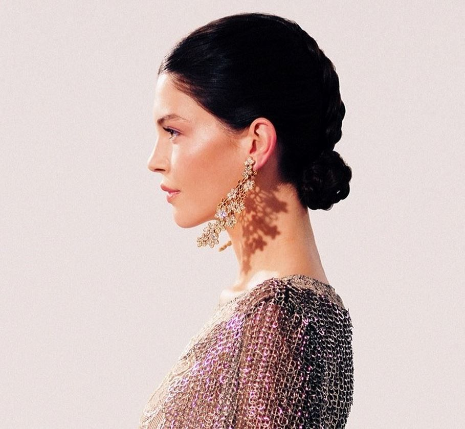 striding, swinging, and lighting up the room. earrings by Oscar de la renta. photo by Miguel Yatco