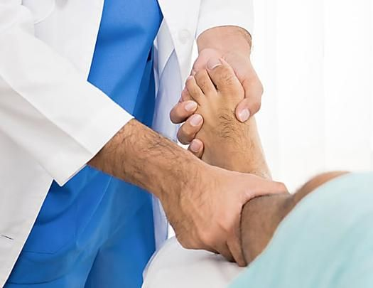 Rückenschmerzen durch Beckenschiefstand? Diese Übungen