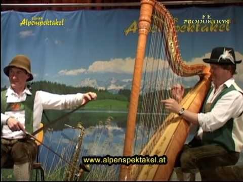 Ein Stück auf 4 Alphörner die das Auner Alpenspektakel spielt