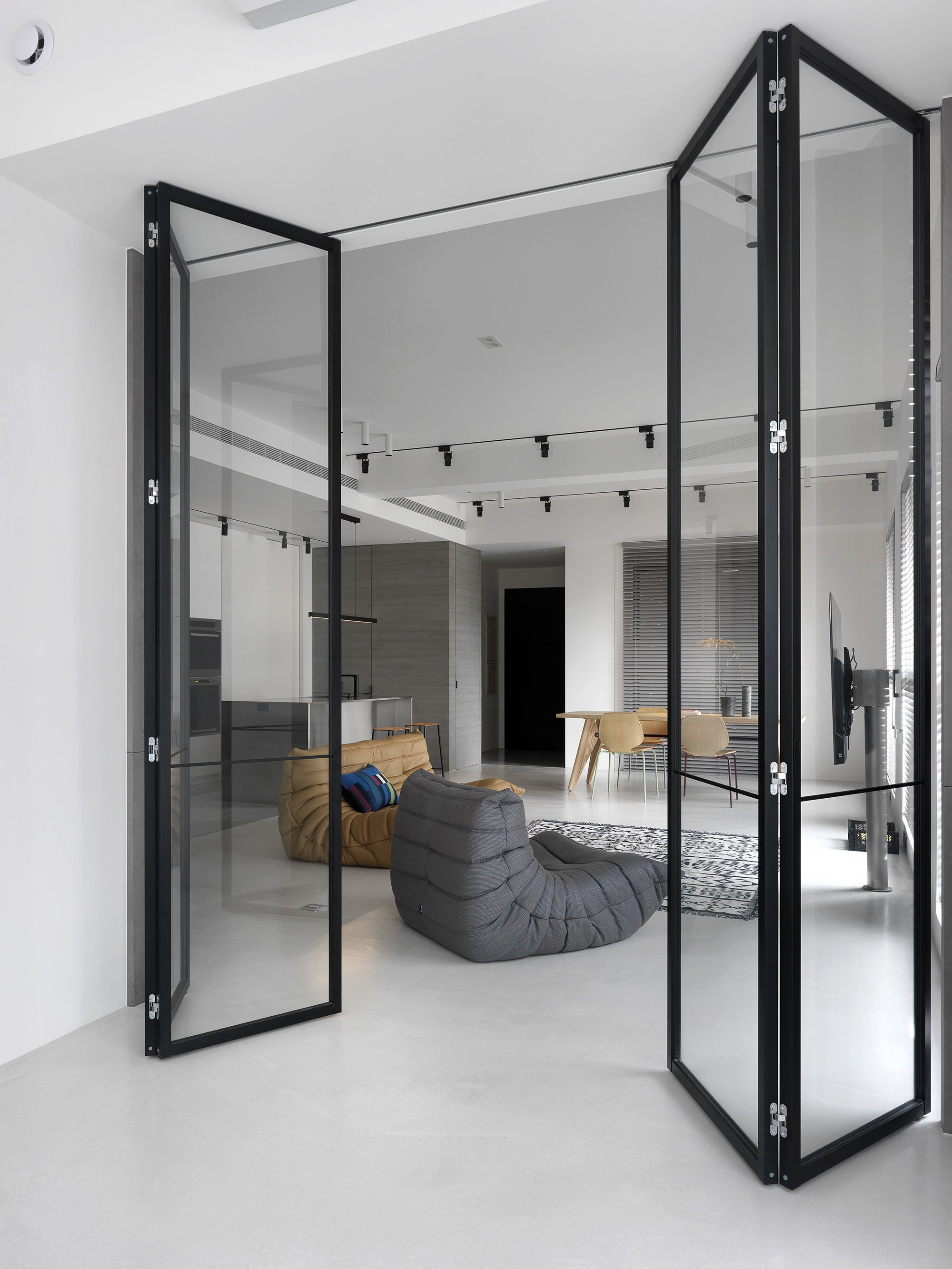 Galería de Casa Chiang / 2BOOKS design 6 Puertas