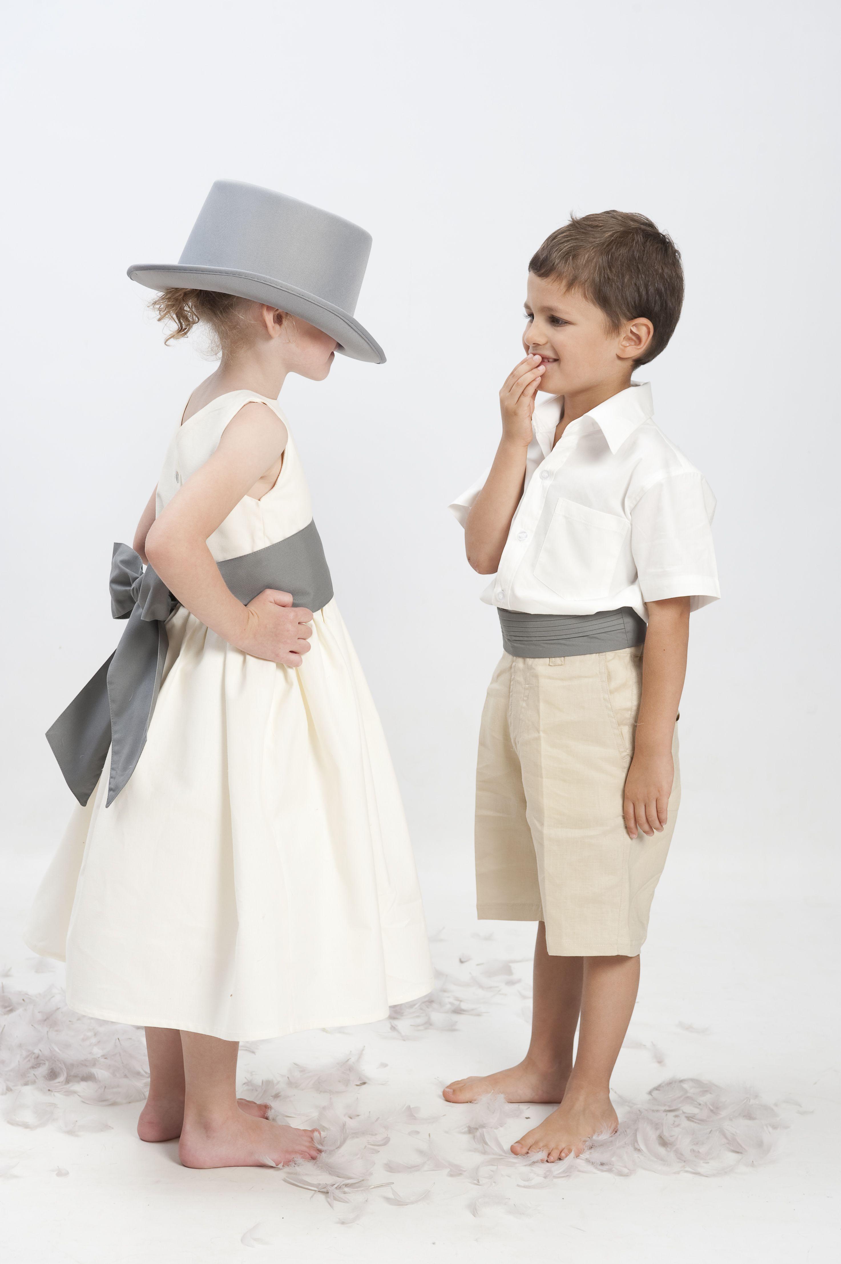 c862240cb9c Robe de demoiselle d honneur en coton avec ceinture de couleur. Pour le  petit garçon  bermuda et chemisette en coton et ceinture plissée. Cortège  d Anges