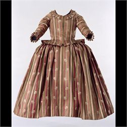 National Swiss Museum, LM-8840.1-2 ; 1740-1760.  Womens skirt and jacket, in red and green wool with a with flower pattern