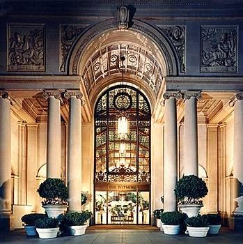Biltmore Los Angeles Built In 1923 As The Millennium Is A Hotel Renaissance Style