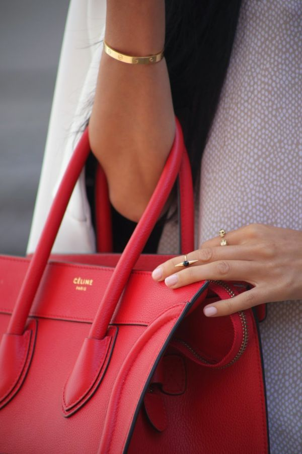 While we love our Céline, this Tory Burch tote is a stylish and affordable alternative http://rstyle.me/n/peqbs4ni6