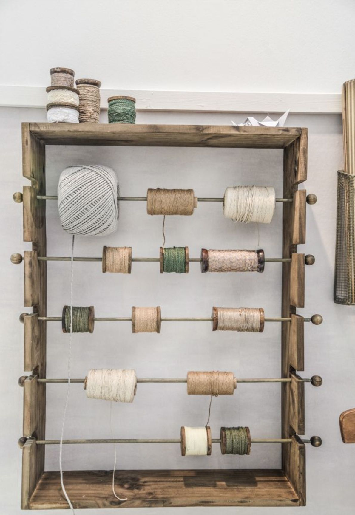 Cool & clever string/ribbon dispenser - would work for chain and ...