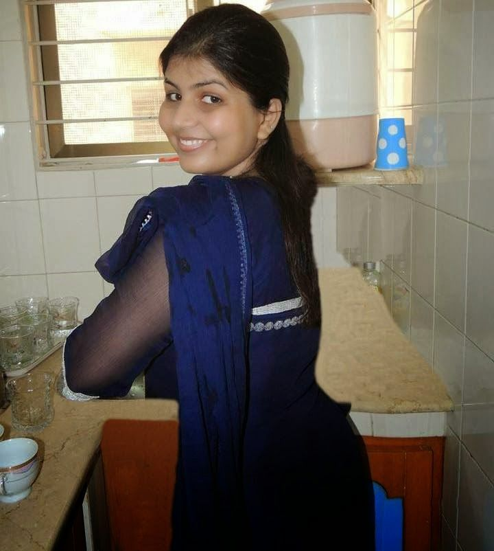 Pakistan Desi Aunties And Girls Photos On Home