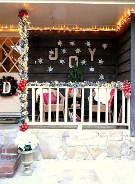 apartment balcony christmas front porches 47 trendy ideas apartment karácsony házak on christmas balcony decorations apartment patio id=52867