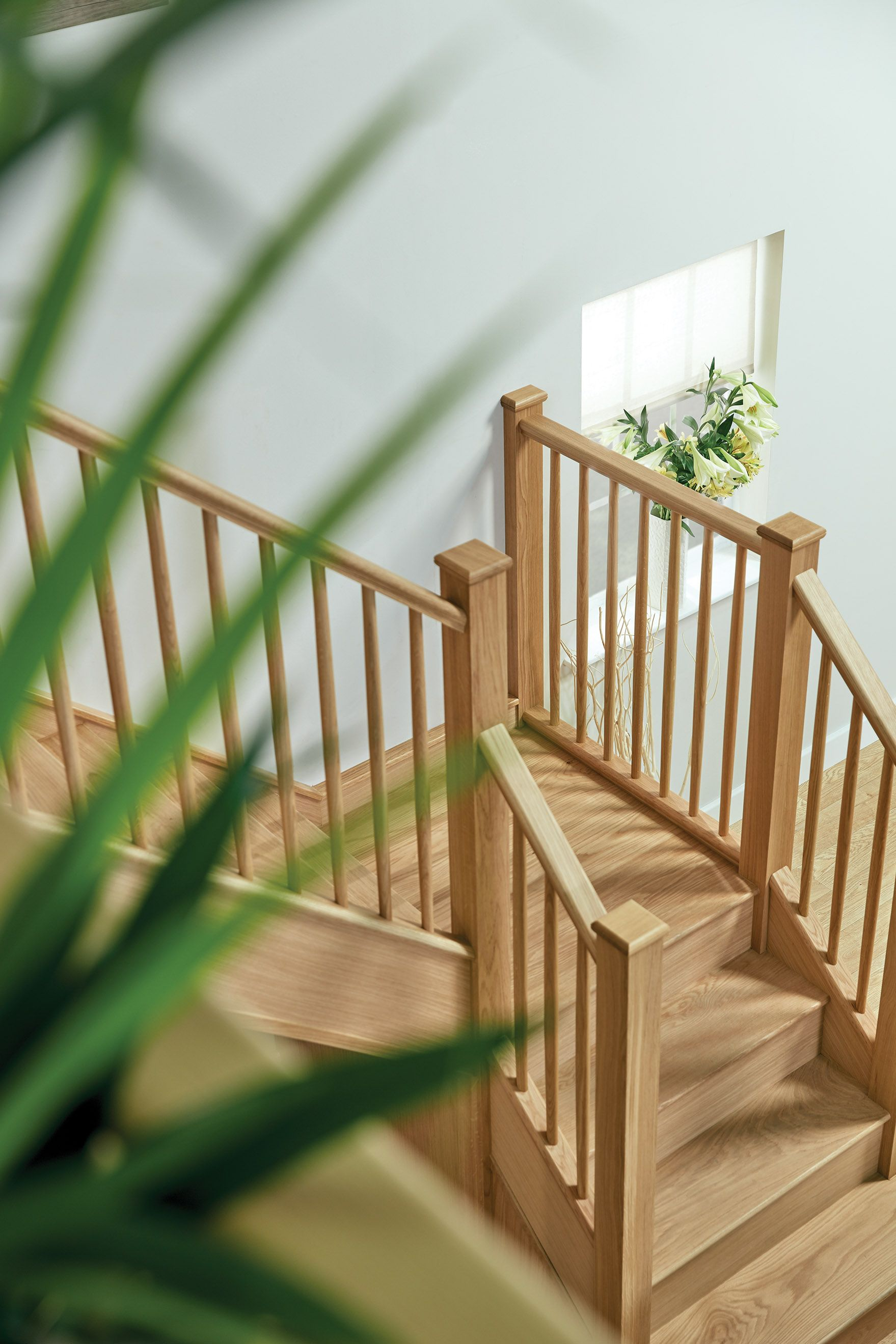 Best Slim Oak Spindle Staircase In 2020 Staircase Design Oak 400 x 300