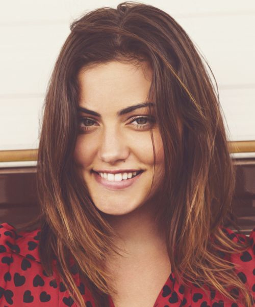 9c41eb4ac5c Phoebe Tonkin looks like Olivia Wilde and Mila Kunis put together. Wow
