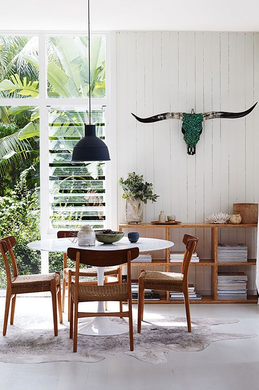 lost in this modernist sydney space. dining style