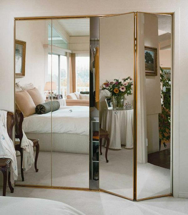 les portes de placard pliantes pour un rangement joli et moderne placard miroir pinterest. Black Bedroom Furniture Sets. Home Design Ideas