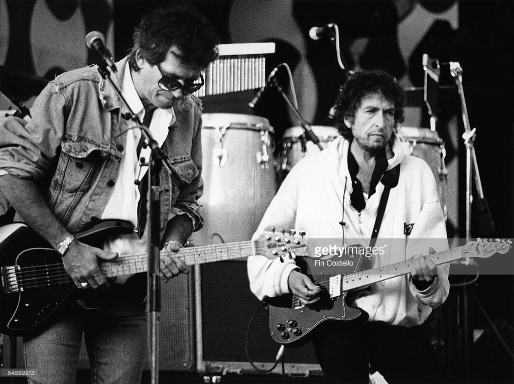 Photo of Keith RICHARDS and Bob DYLAN; <a gi-track='captionPersonalityLinkClicked' href=/galleries/search?phrase=Keith+Richards+-+Musiker&family=editorial&specificpeople=202882 ng-click='$event.stopPropagation()'>Keith Richards</a> & Bob Dylan performing live onstage at the 'Guitar Legends' concert