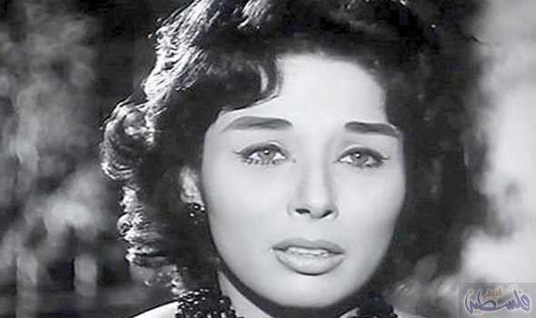 لبنى عبد العزيز تدخل في نوبة بكاء أثناء تقديمها العزاء في سمير فريد Egyptian Beauty Egyptian Actress Actress Pics