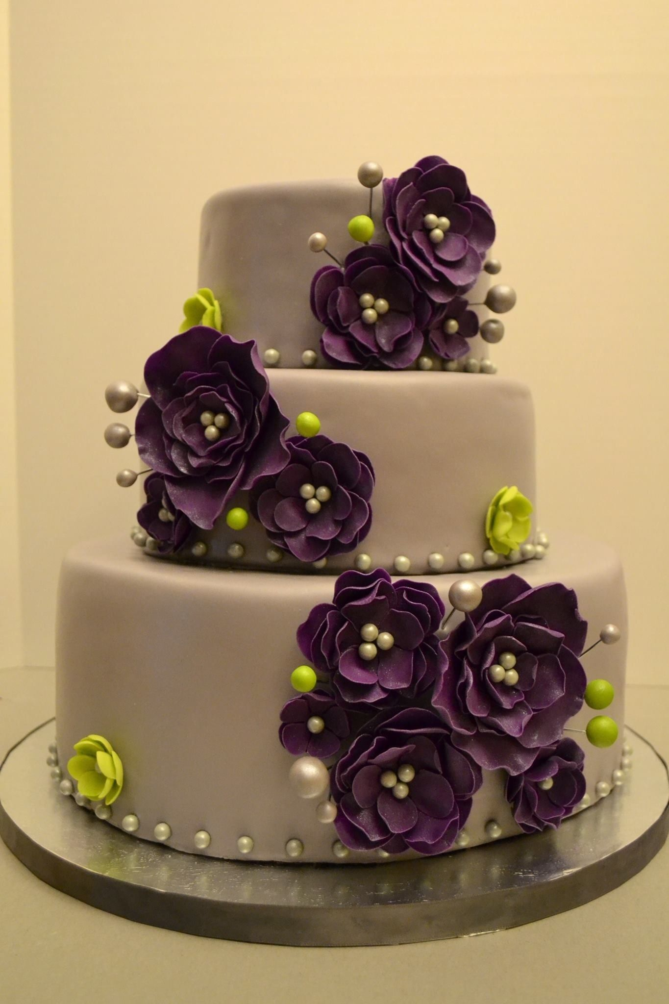 Love This But Maybe White Cake Those Exact Flowers But Grey