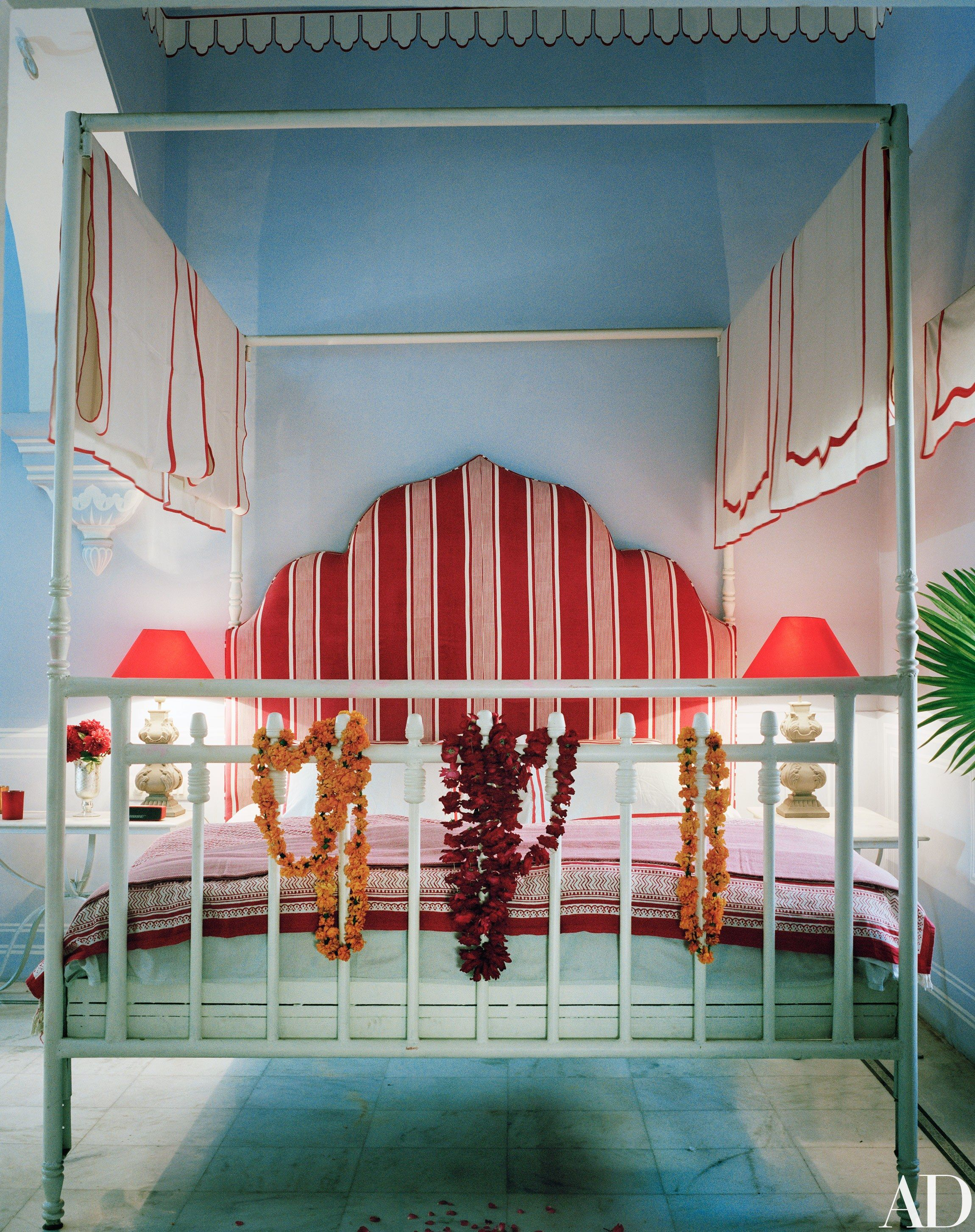 A Fashion Star Turned Interior Designer Lives In This Opulent Indian Apartment Beautiful Bedrooms Home Decor House Interior