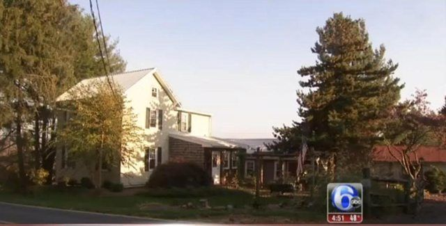 Taylor Swift S Childhood Home Is For Sale Taylor Swift Childhood Christmas Tree Farm Taylor Swift
