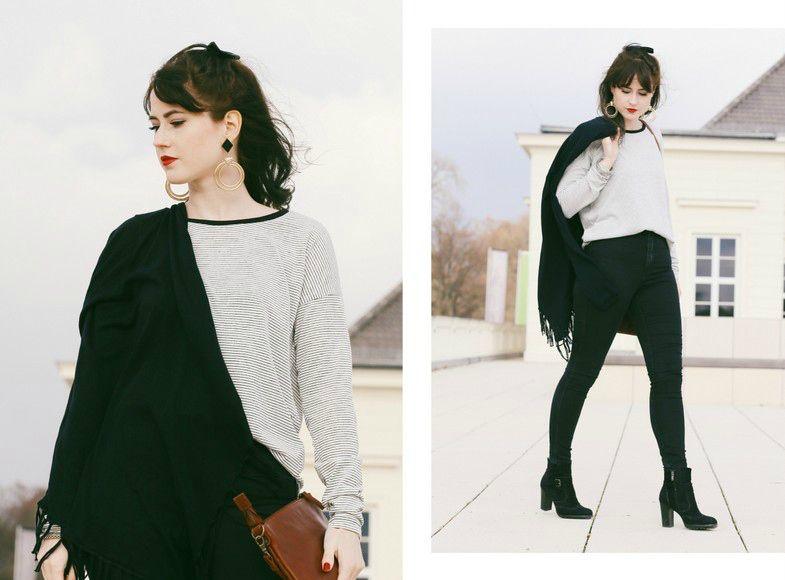 schwarzer Cardigan mit Fransen, gestreiftes oversize Shirt, große Ohrringe, Fransen Cardi, braune Ledertasche mit Muster, Mode Blog, Fashion Blog, Like A Riot