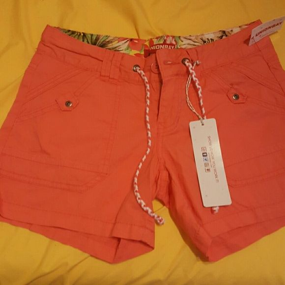 Union Bay shorts Coral colored cargo style shorts. New never worn. Size 1 Unionbay Shorts Cargos
