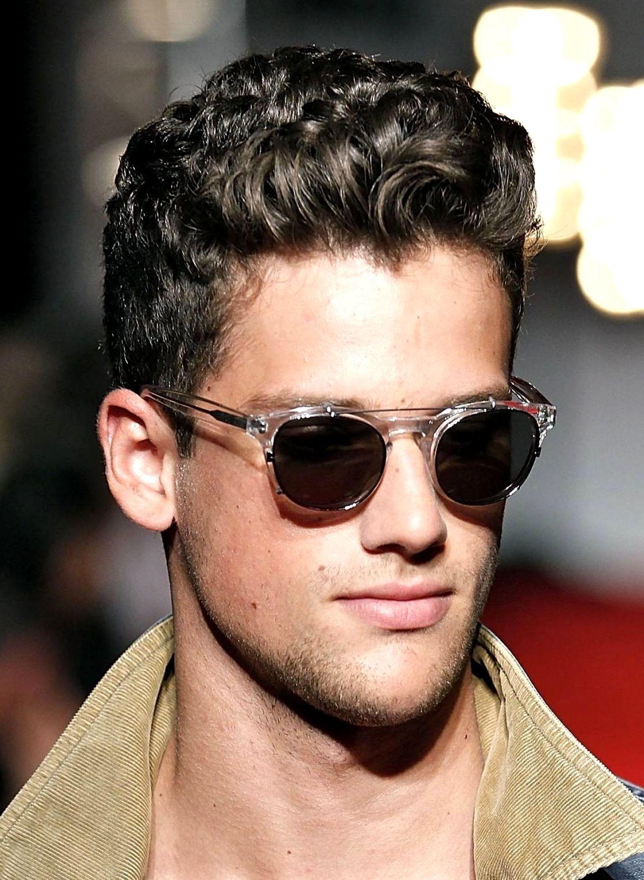 Fashion Short Hairstyles Men Thick Hair Medium Hairstyles Men S Wavy Hairstyle Medium In 2020 Curly Hair Men Male Haircuts Curly Mens Short Curly Hairstyles