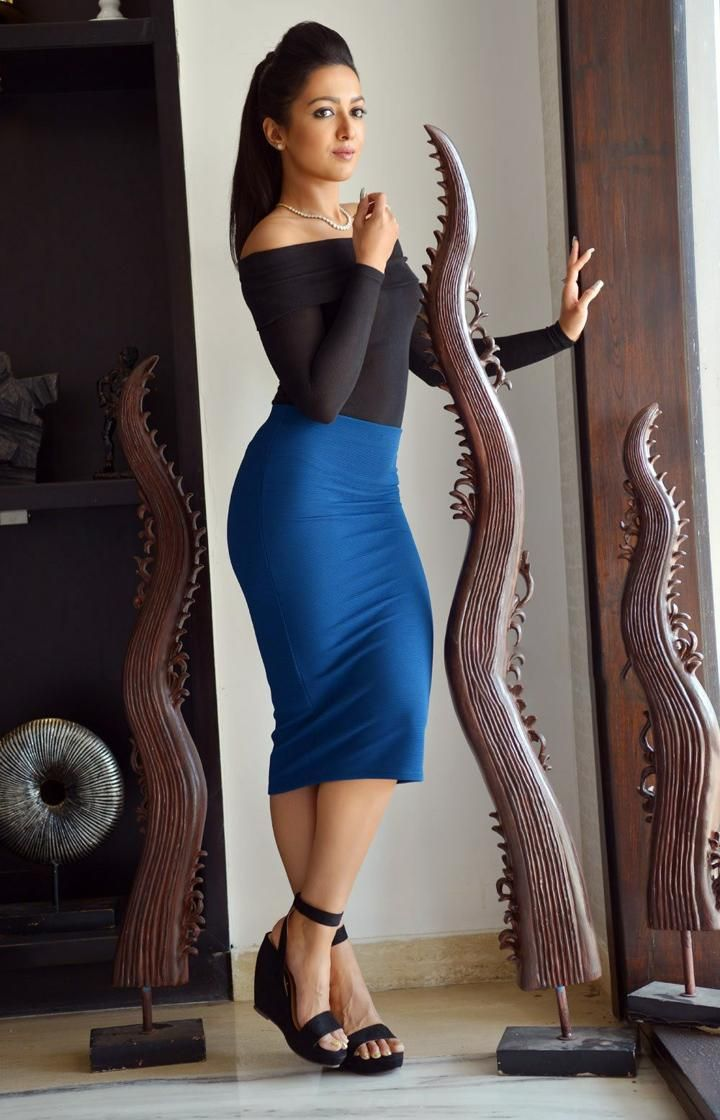 Actress Catherine Tresa Hot Photoshoot In Tight Blue Dress -6138