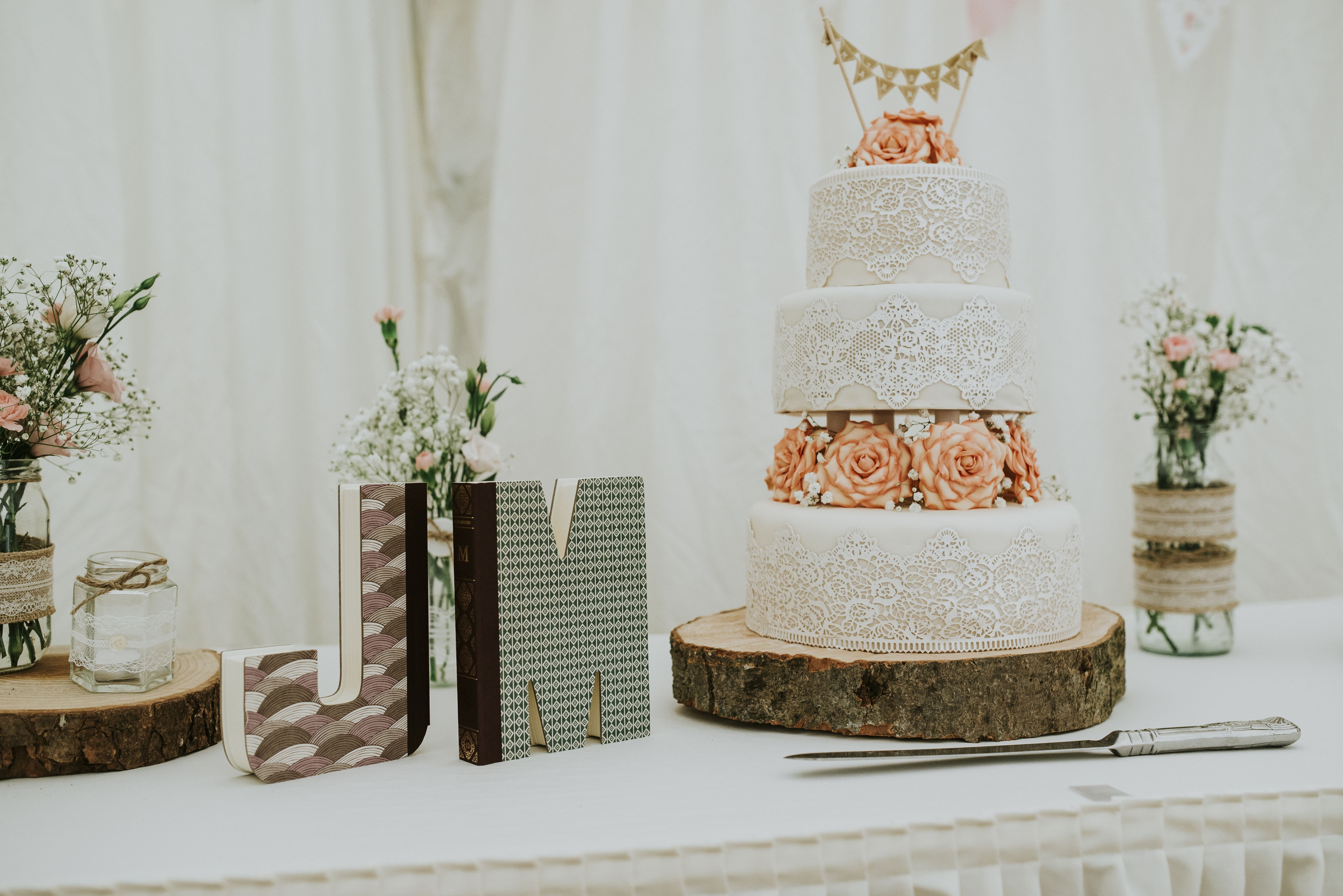 Cake Table: Rustic theme wedding. | Our Wedding | Pinterest | Rustic ...