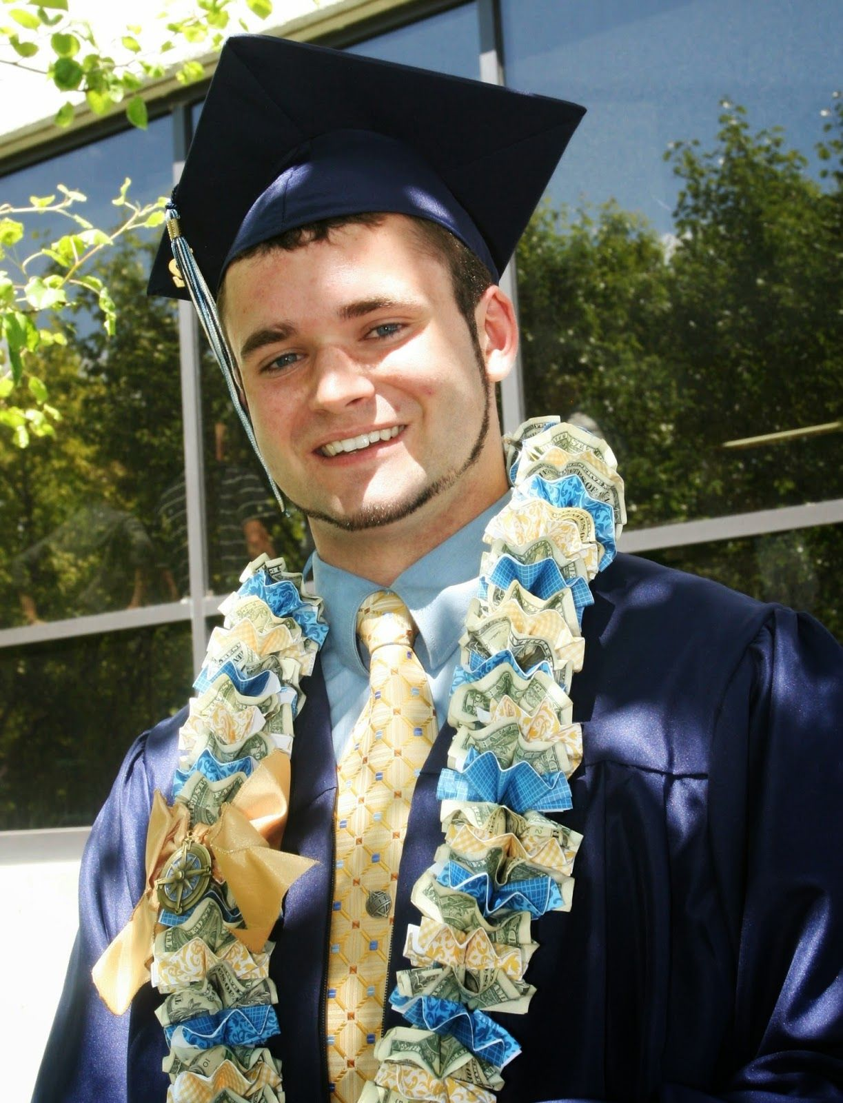 Adventures of a BusyBee: Money LEI for Graduation | Do IT ... - photo#22