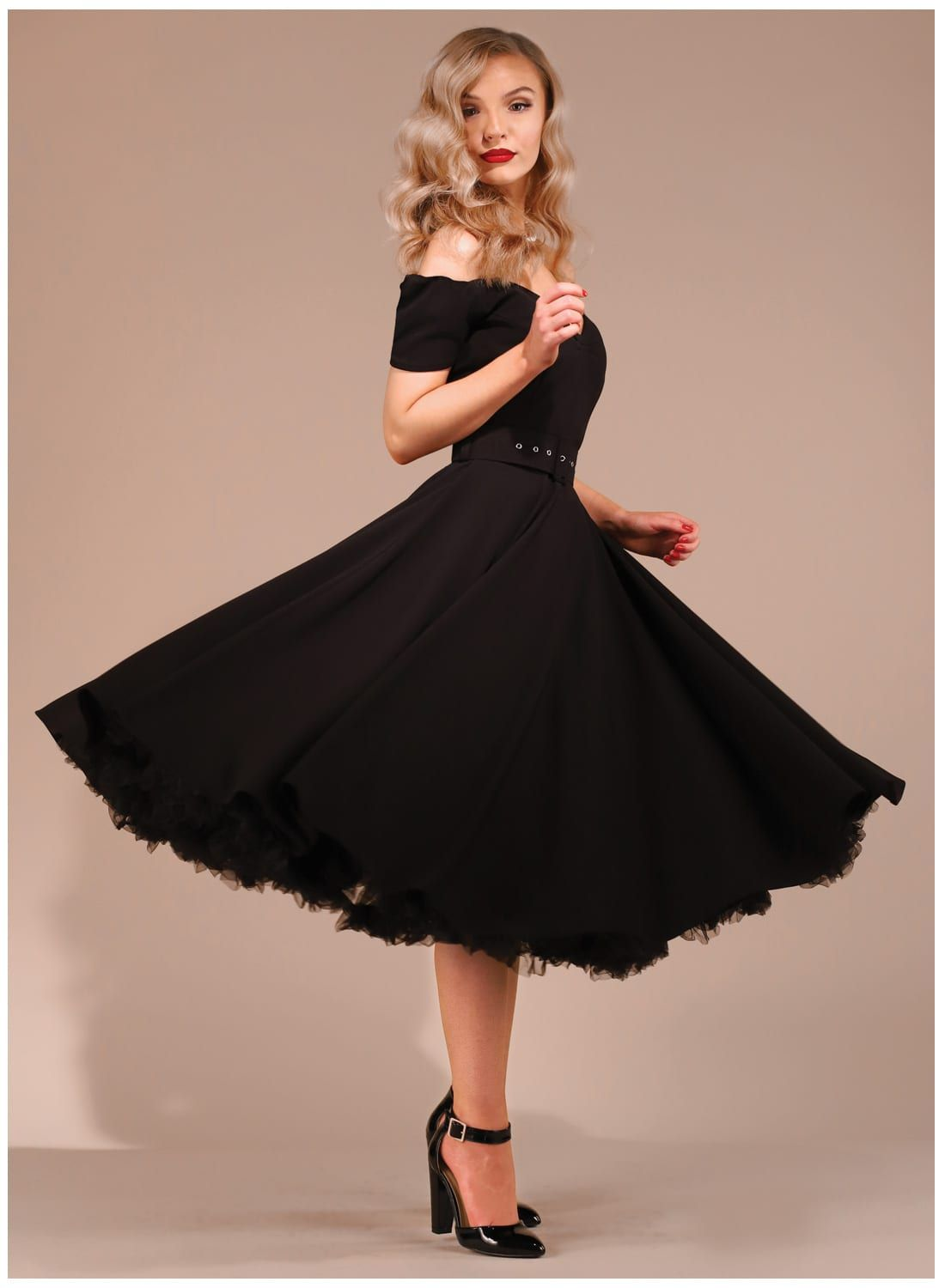 black dress outfit for party