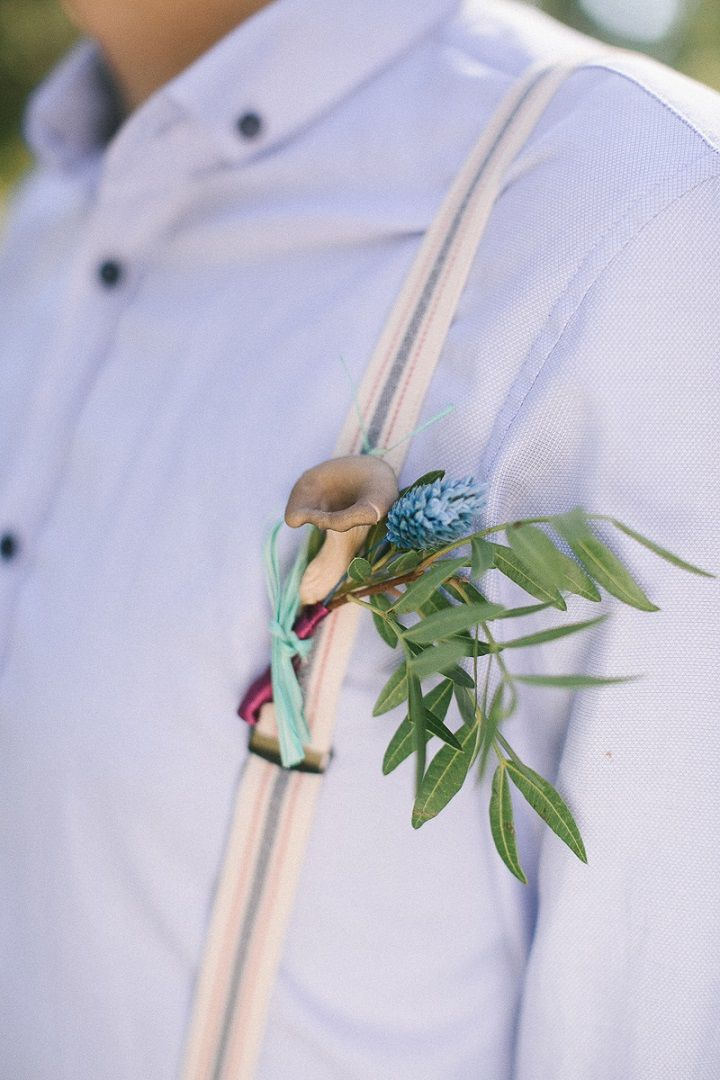 Neutral eco friendly wedding in the forest | Mushroom wedding boutonniere | fabmood.com #wedding #neturalwedding #ecofriendlywedding