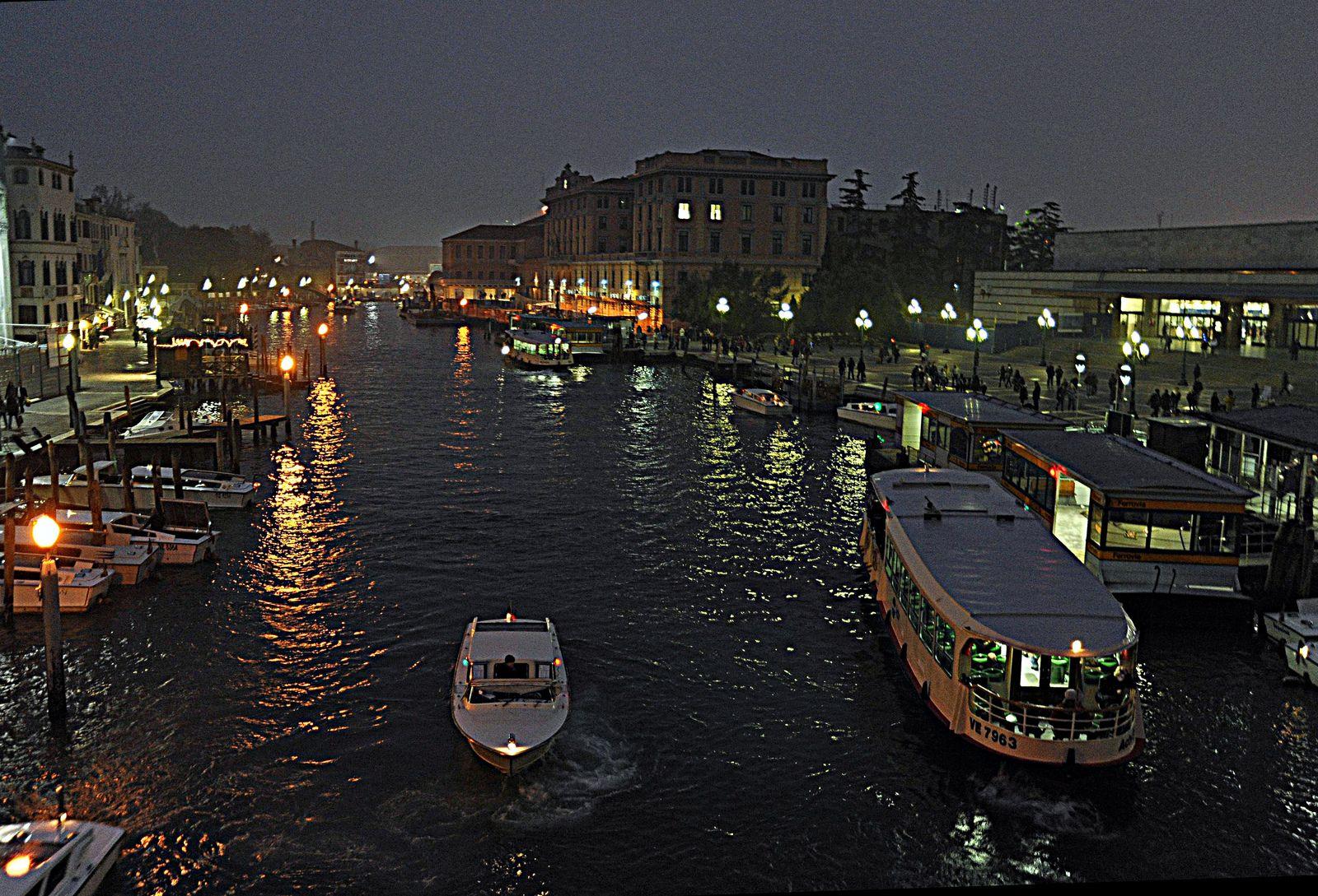 venezia di notte-stazione