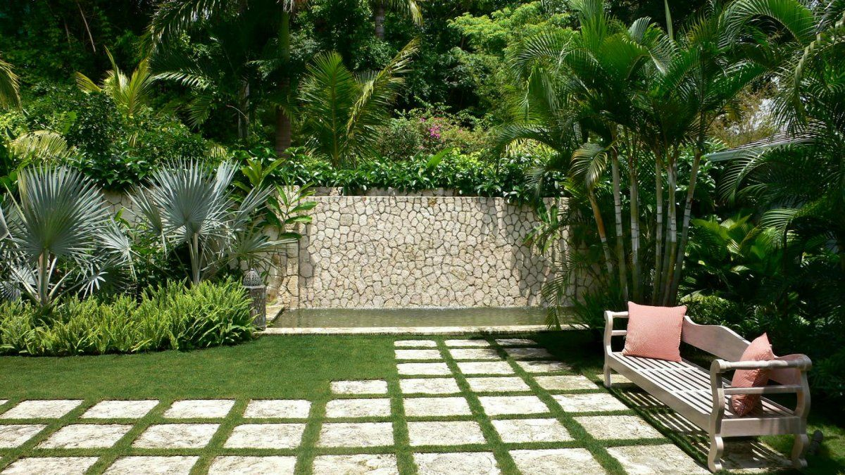 Lovely Small Tropical Garden with Slate Paving & Stepping Stones ...