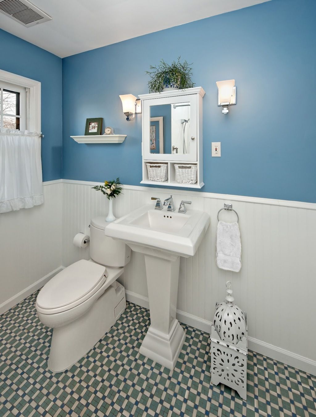 Chic Bathroom Design With Two Color Combination Cadet Blue And White With Beauty Mirror Framing Ce White Bathroom Decor Light Blue Bathroom Blue Bathroom Walls