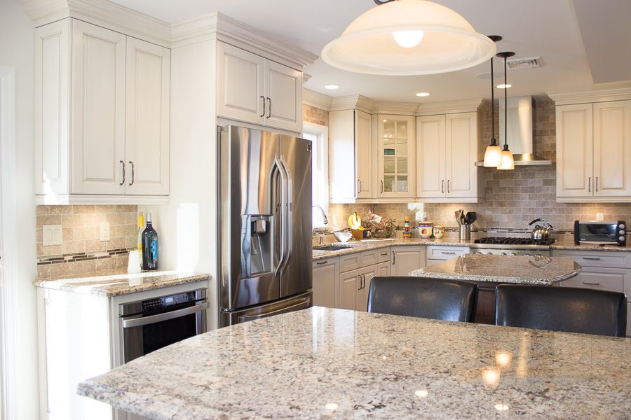Ordinaire Kitchen Craft Cabinets. Whittington Maple Door Style With A Hand Brushed  Millstone Finish. Granite Counter Tops. Richelieu Expession, Cabinet  Hardware.