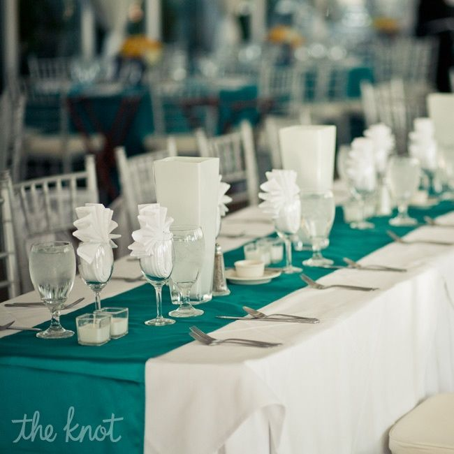 Teal Wedding Ideas For Reception: Simple Reception Idea: Modern White And Teal Decor