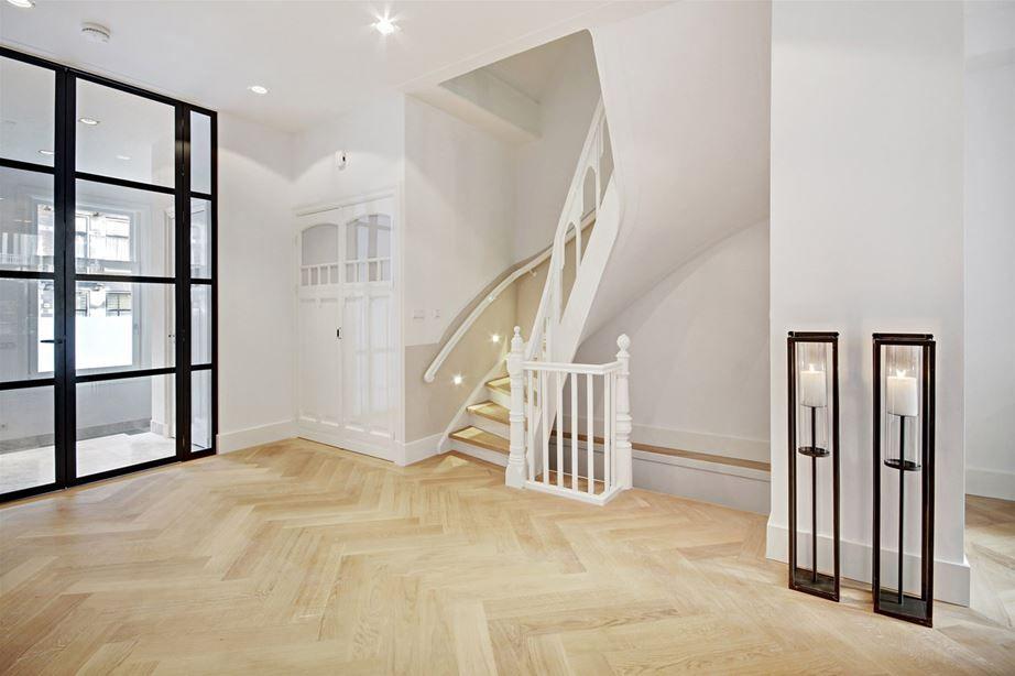 Moderne klassieke woonkamer | HOMEASE | Trappen | Pinterest | House