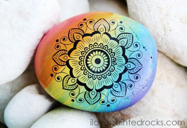 How to Paint Rainbow Mandala Rocks is part of Mandala painted rocks, Mandala rocks, Rainbow mandala, Rock painting designs, Stone painting, Rock painting supplies - This rock painting idea will wow you  it's easier than it looks!