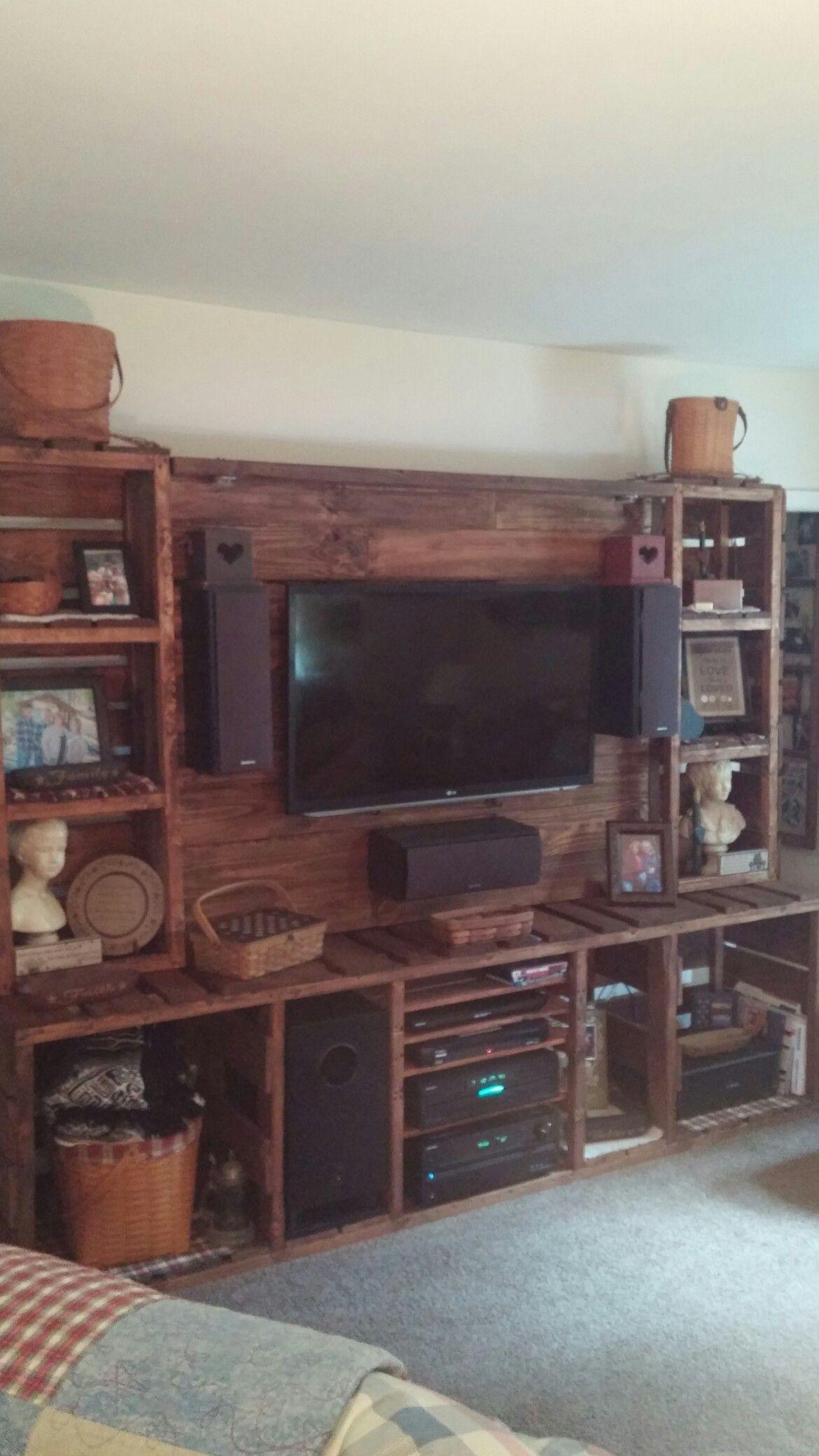 Pallet wood entertainment center in 2020 | Pallet ...