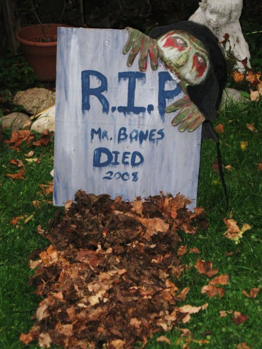 How to Make a Halloween Gravestone With Zombie Decoration Zombie - zombie halloween decorations