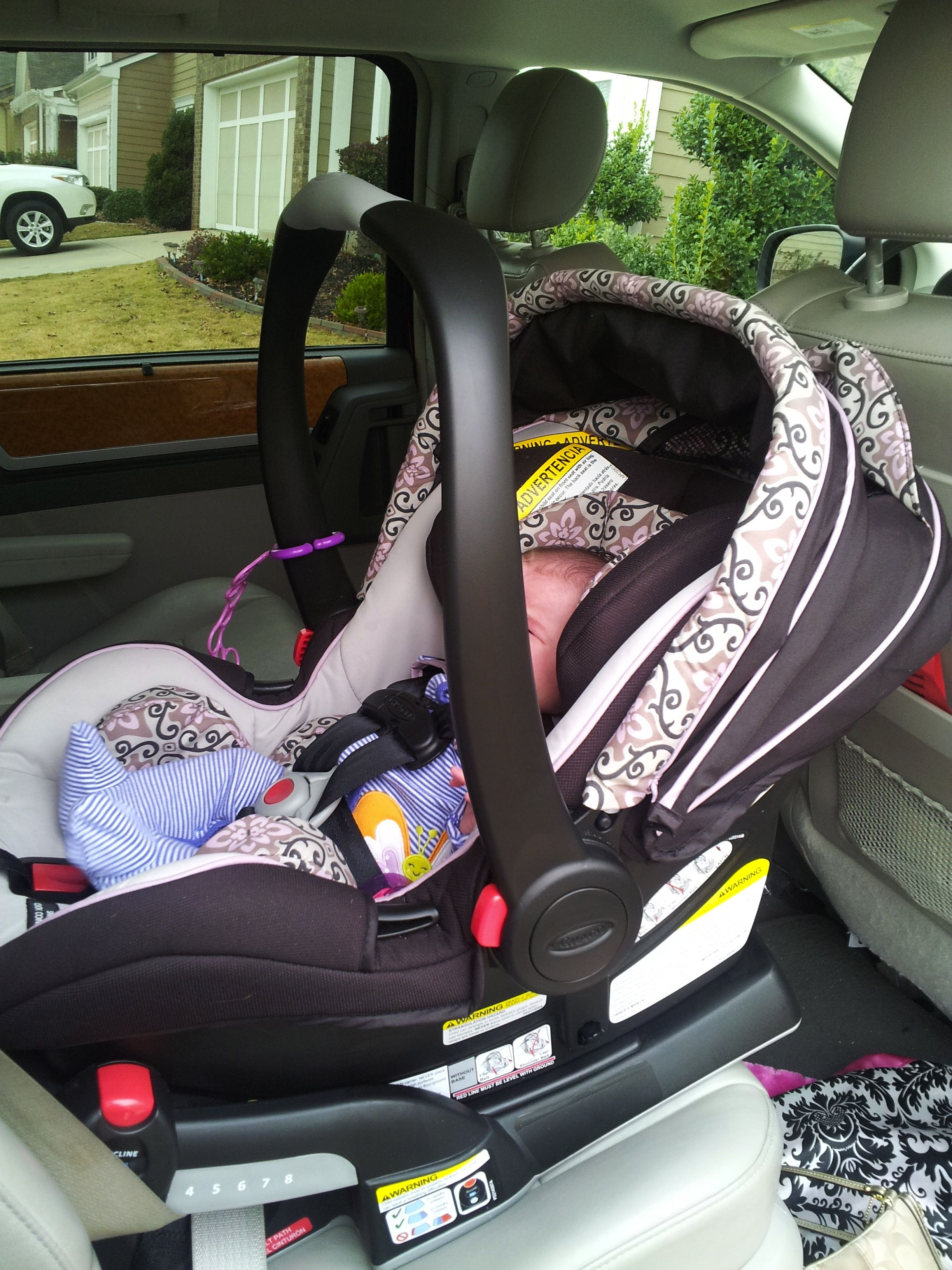 Our Guest Blogger Vicki Tested Out The Graco Snugride Click Connect 40 Infant Car Seat And Snugrider Stroller Frame Find Her Thoughts Babies