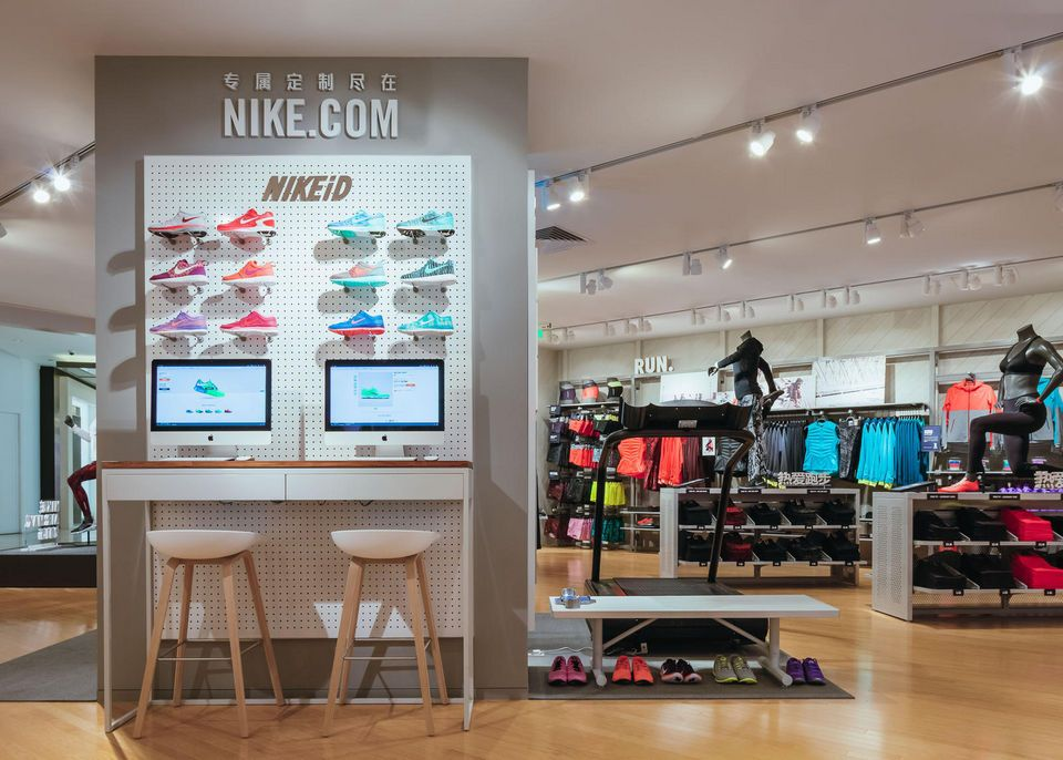 Shopping on Nike.com and NIKEiD... in store! Nike opened a