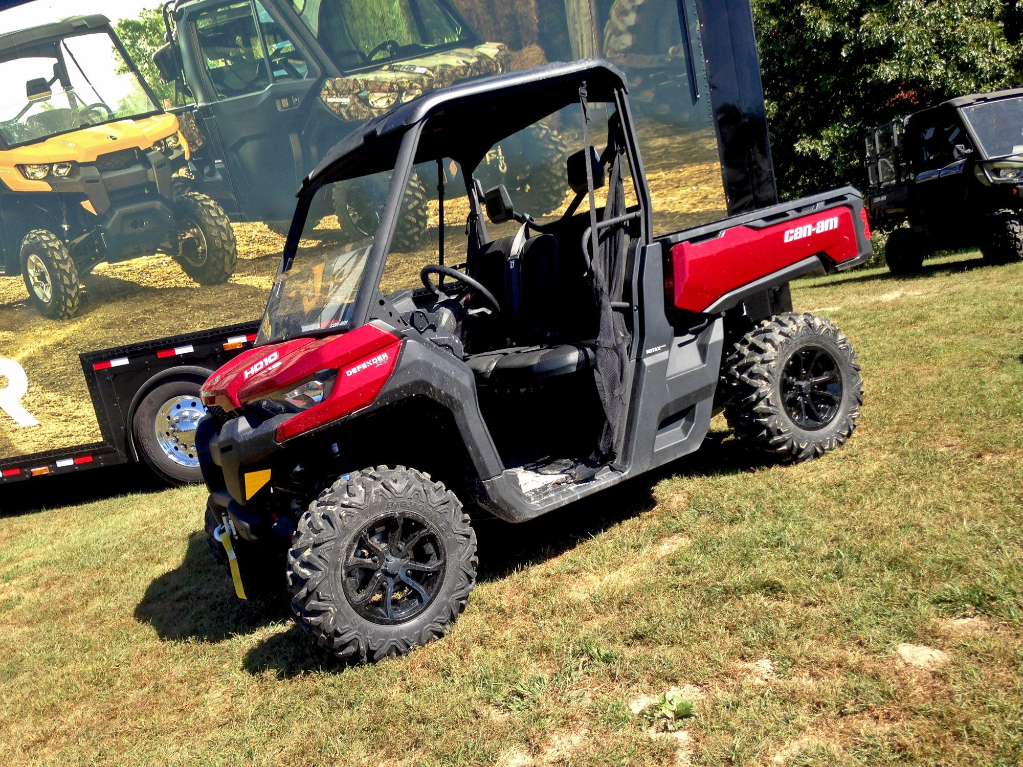 Can Am S New Defender Side X Side It S Made For Hard Work But It Has Plenty Of Comfort Features For Serious Play A New Defender Can Am Recreational Vehicles