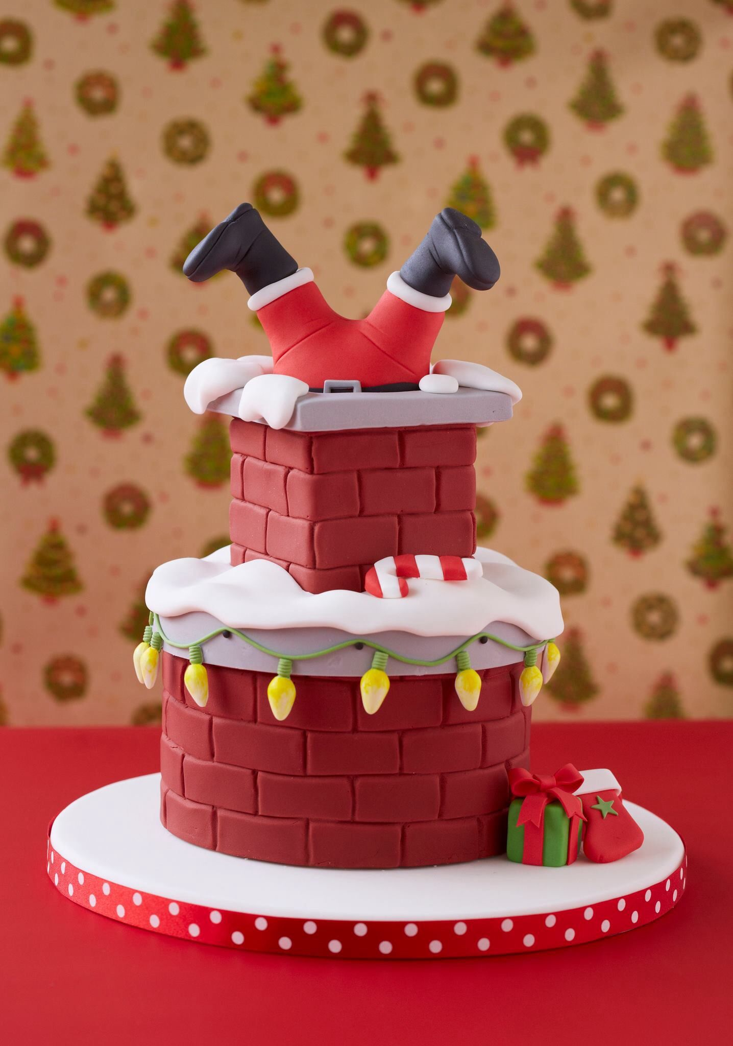 Santana stuck in the chimney cake. Photo only. Christmas