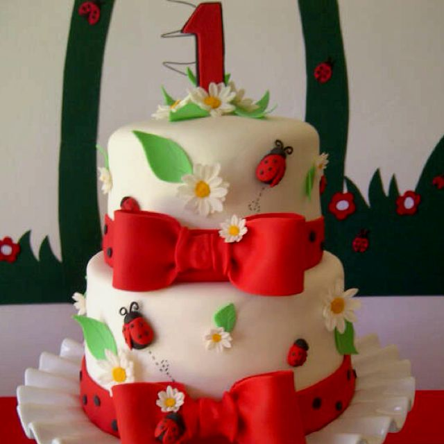 My ladybug cake ladybugs kids party pinterest for Decorazioni torte ladybug