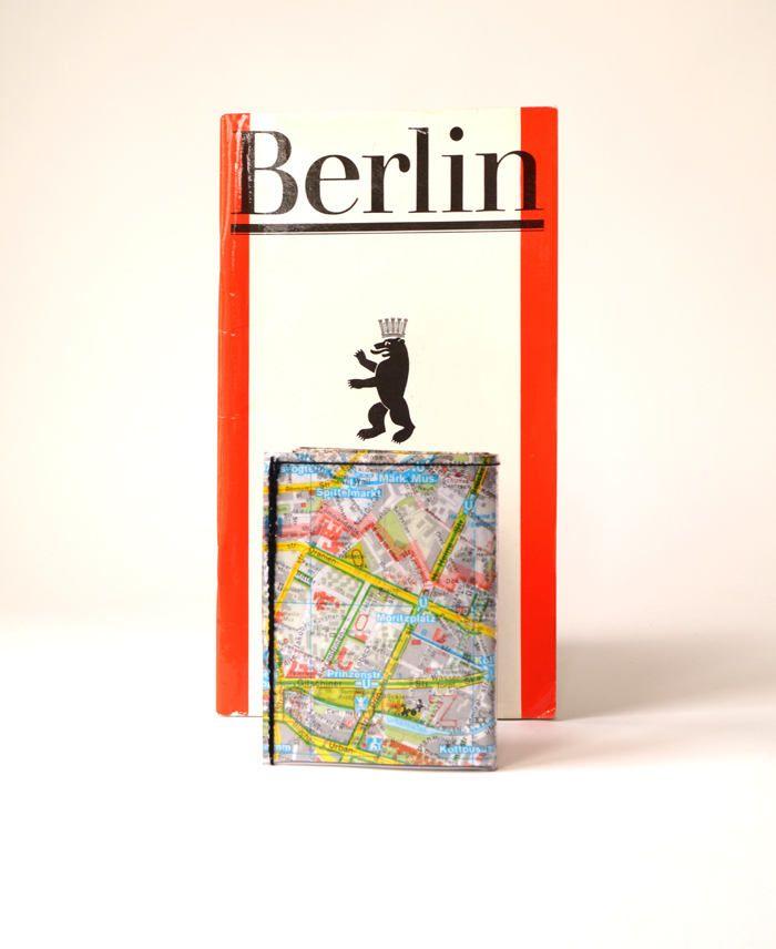 Portemonnaie BERLIN FRIEDRICHSHAIN STADTPLAN upcycling Unikat! Geldbörse, Brieftasche, Geldbeutel Recycling Landkarten wallet made in Berlin von PauwPauw auf Etsy