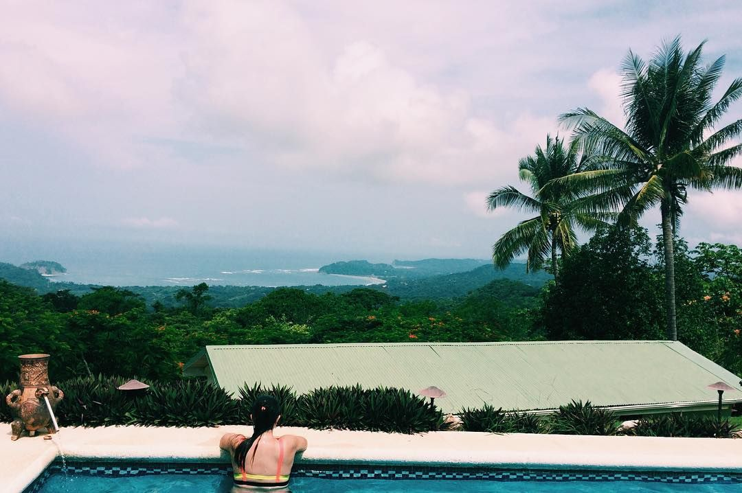 Voy a extrañar esta vista! No todos los patios tienen mar de fondo  #puravida