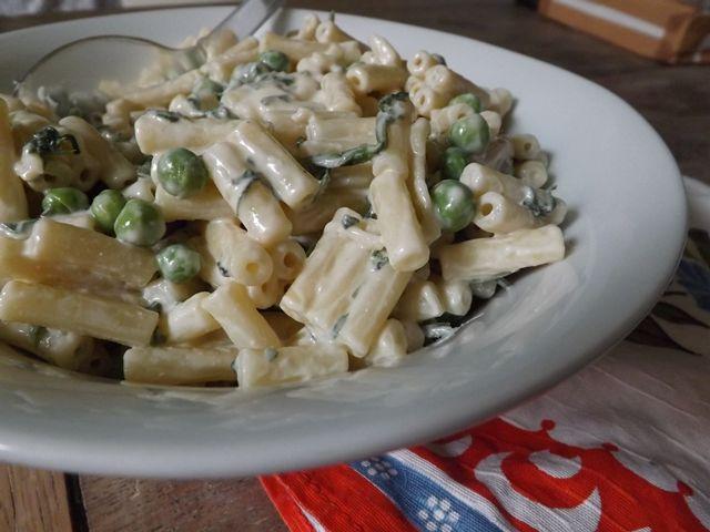 Goosegrass & Pea Macaroni Salad
