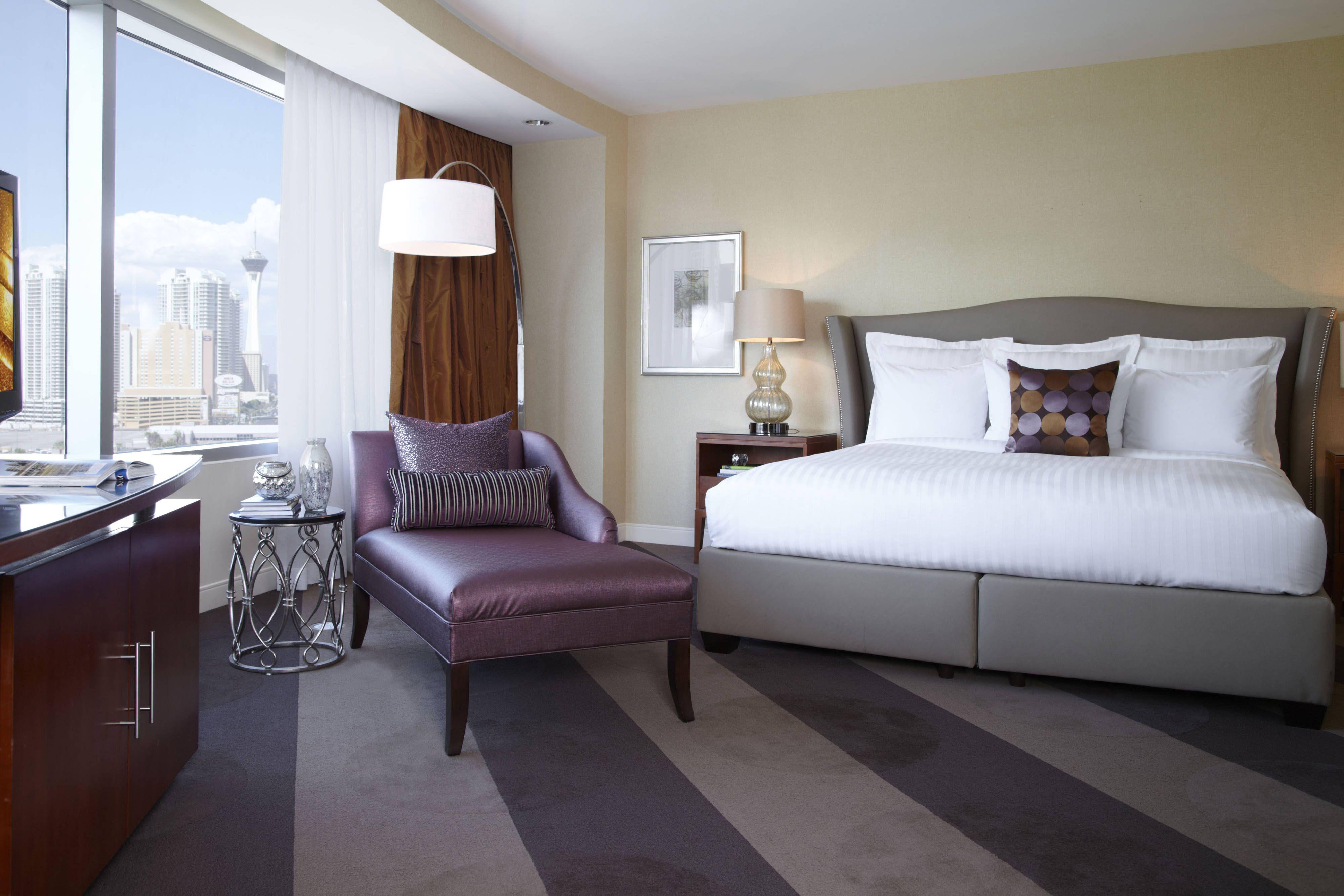 Renaissance Las Vegas Hotel Vip Suite Bedroom Guestbathroom Beautiful Traveling Hotel Las Vegas Hotels Hotel Price