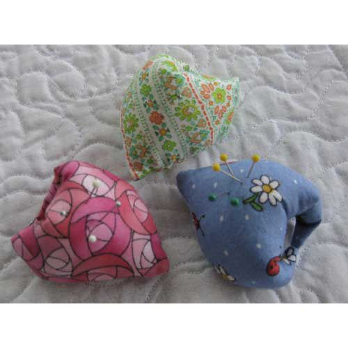 thumb pincushion.  i've made one before.  glad to finally find the pattern again.